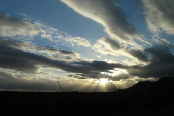 Après la pluie, les nuages deviennent éparses