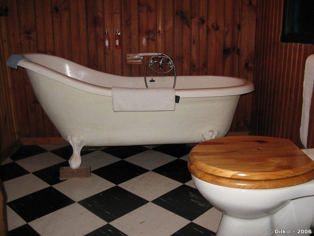 Pas de porte mais une baignoire victorienne