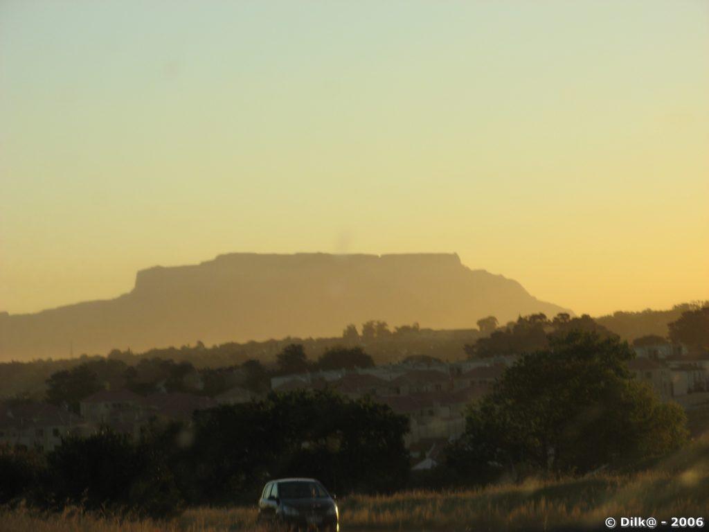 Arrivée au Cap avec la Table Mountain dans le couchant