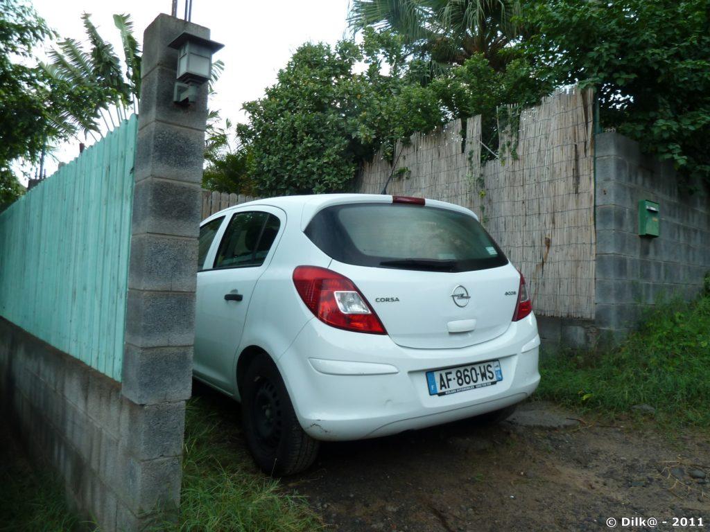 notre Opel reste dans son parking au bungalow
