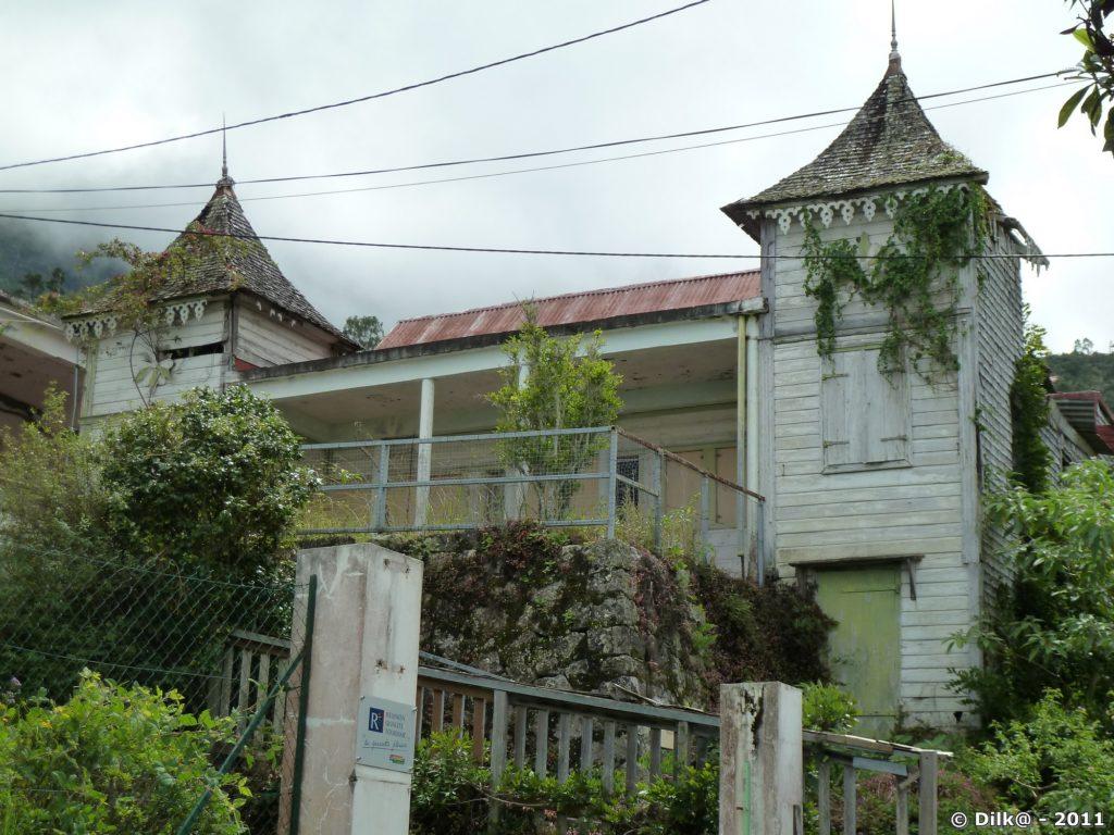 le petit séminaire devenu le musée du Peuplement des Hauts, musée actuellement fermé