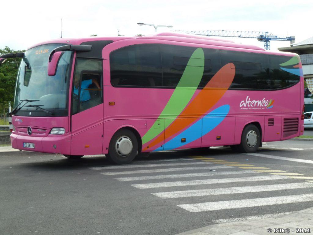 le bus qui monte de Saint-Leu vers le cirque de Cilaos