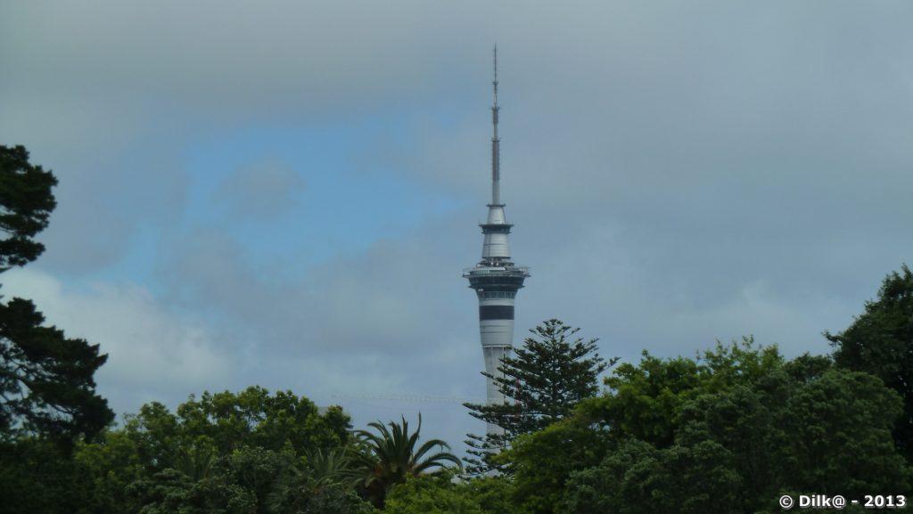 La tour est visible de tous les quartiers de la ville