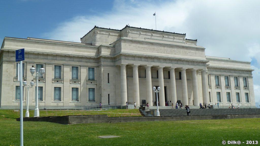 Le War Memorial Museum d'Auckland dans le parc d'Auckland Domain