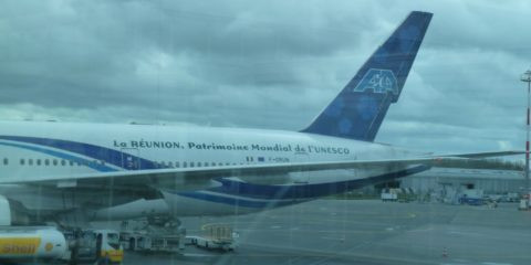Avion d'Air Austral sur le tarmac