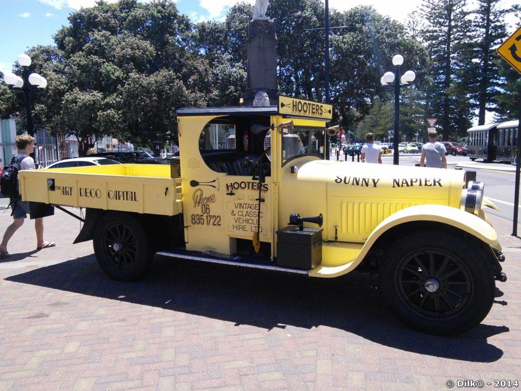 Vieille voiture dans les rues de Napier