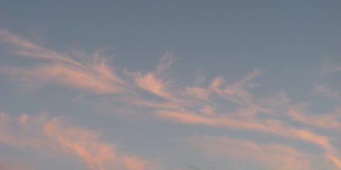 La lune et les nuages