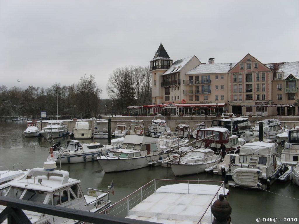 Port-Cergy, sa marina glacée, ses bateaux pris par la glace...