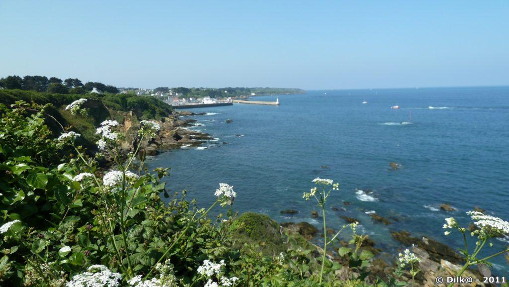 Vue vers Port-Tudy depuis le sentier côtier