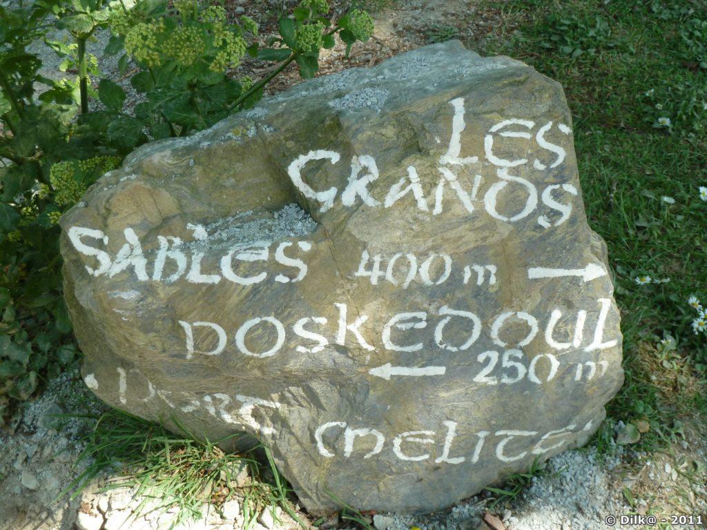 Bloc de pierre avec indication de la plage des Grands Sables