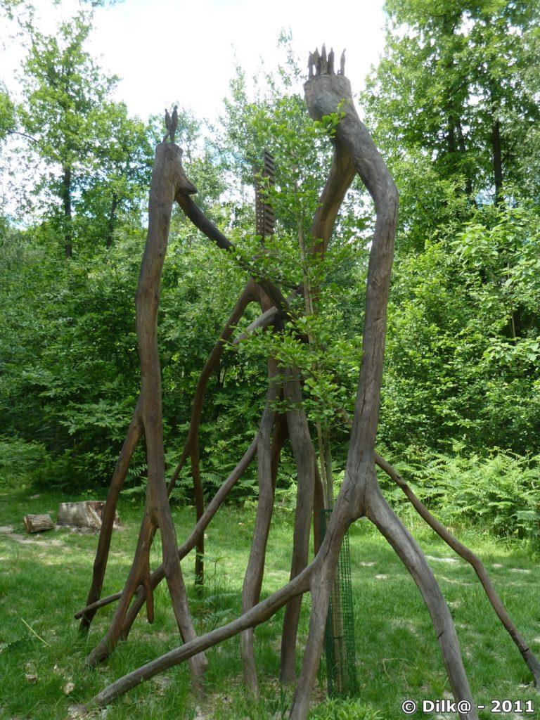 Sculpture de bois nommée « Humanité »