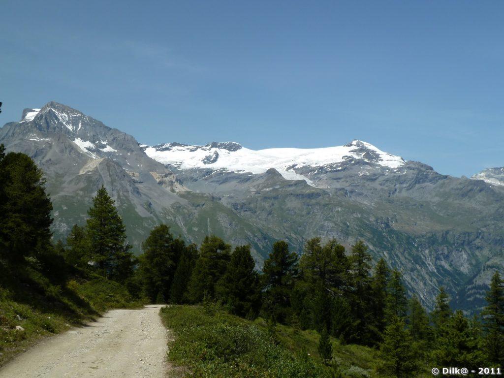 Au fond, la Dent Parrachée et les glaciers de la Vanoise