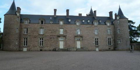 Le château de Bien Assis et la cour d'honneur