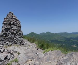 Cairn au sommet du Puy de Chavaroche