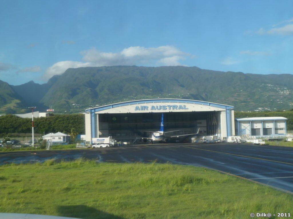Aéroport de Saint-Denis (Roland Garros) vue des pistes