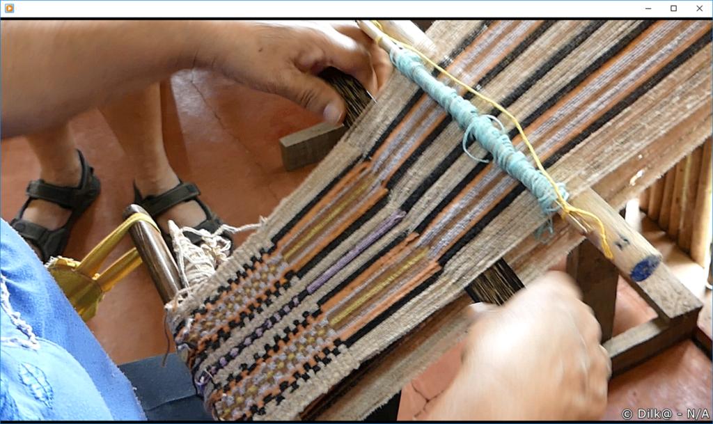 tissage avec des fils de coton