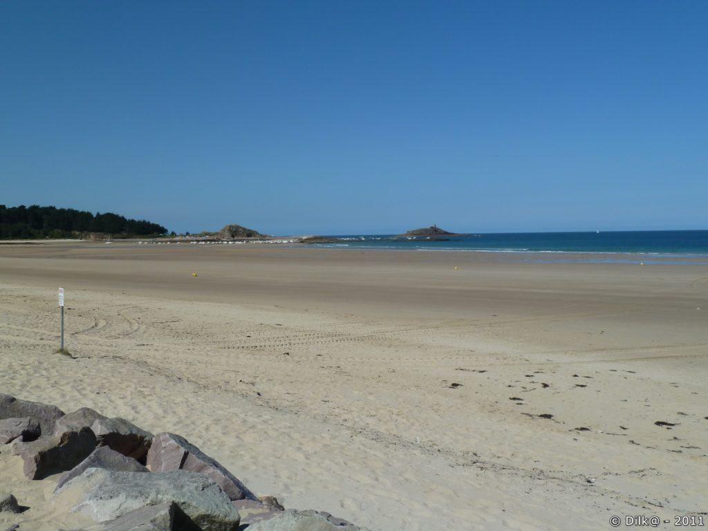 Au loin l'îlot Saint-Michel