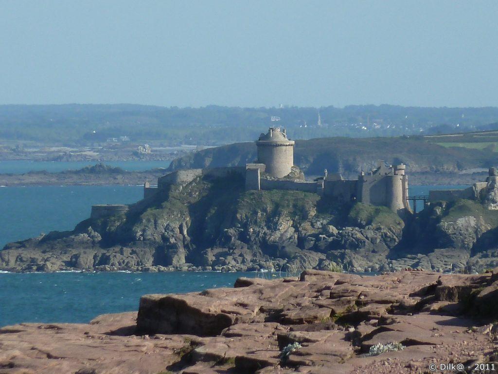 Du Cap Fréhel, on peut aller au Fort La Latte par le GR34