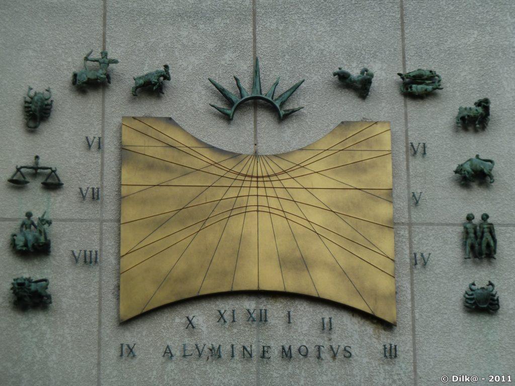 Cadran solaire avec les signes du zodiaque