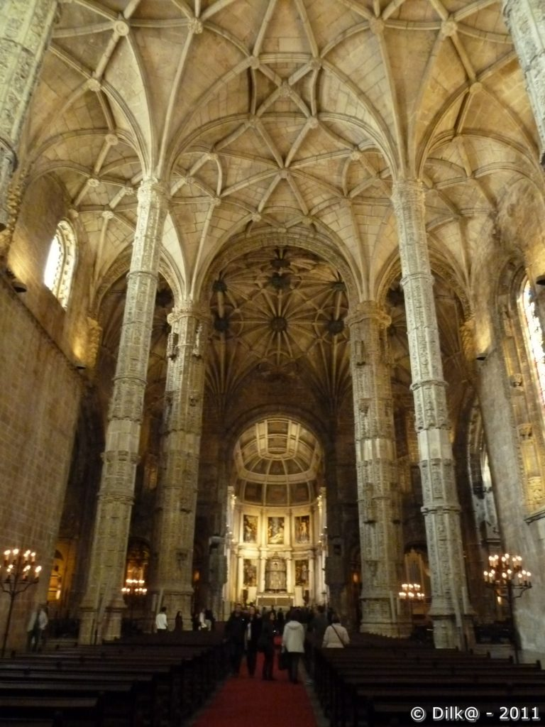 La nef de l'église Santa Maria