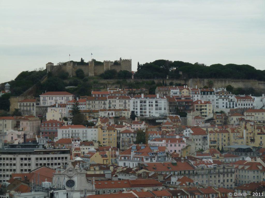 Vue sur le château depuis le « Miradouro Sào Pedro de Alcantàra »