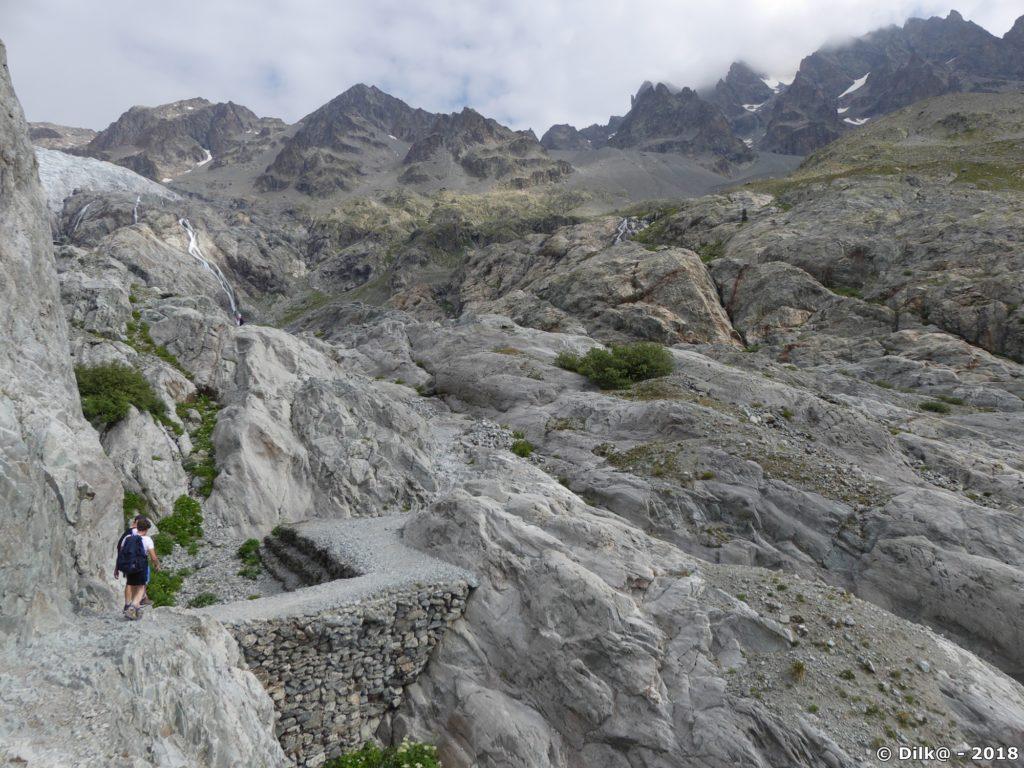 le Glacier Blanc (en haut à gauche) descendait jusqu'à nos pieds en 1995 !