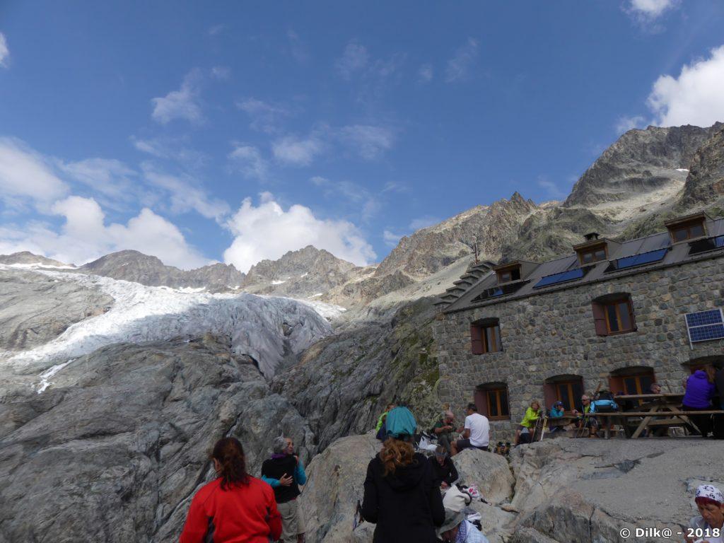 Le refuge du Glacier Blanc et le glacier