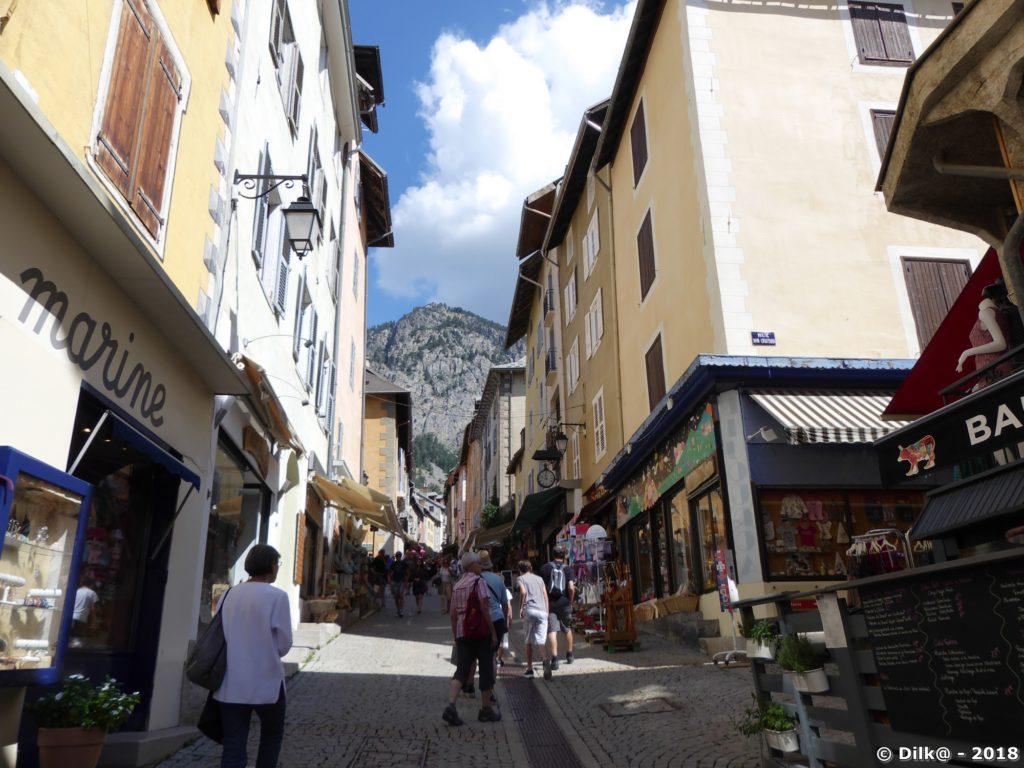 La rue commerçante de Briançon