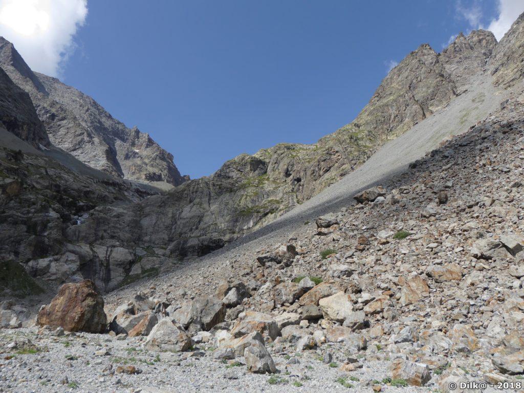 Les éboulis au fond du vallon du Sélé