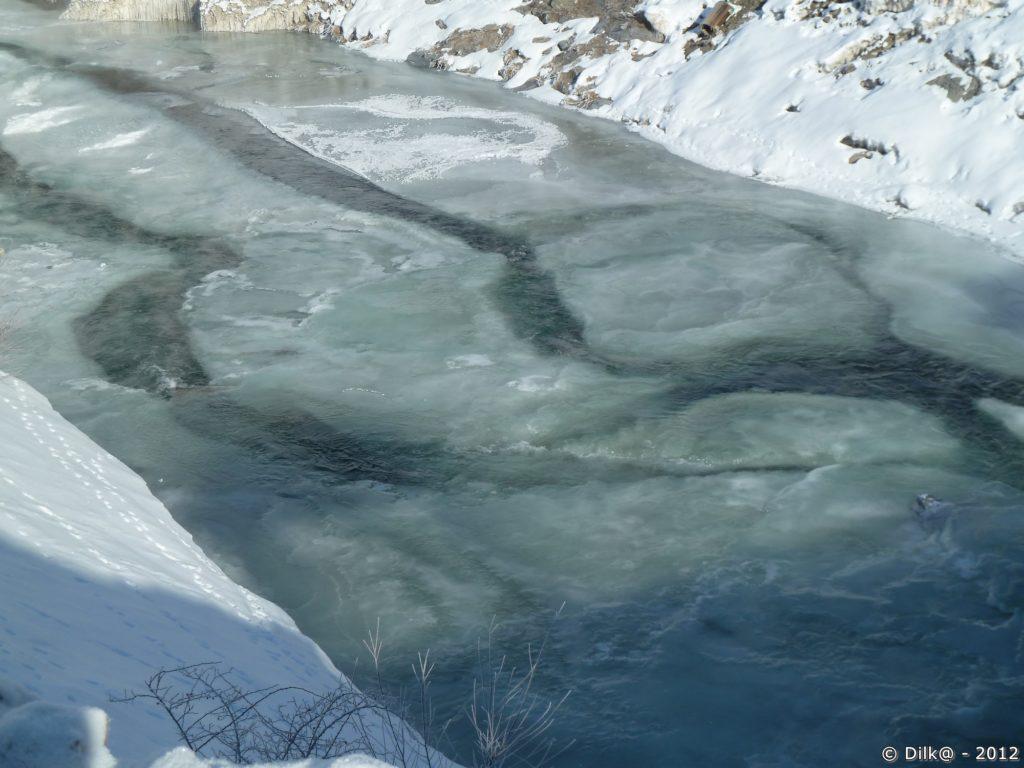 Gros blocs de glace sur l'Arc