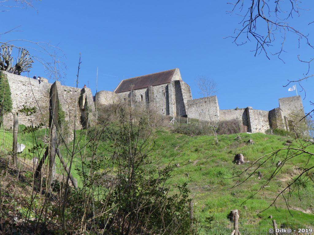 Le château de la Madeleine domine Chevreuse