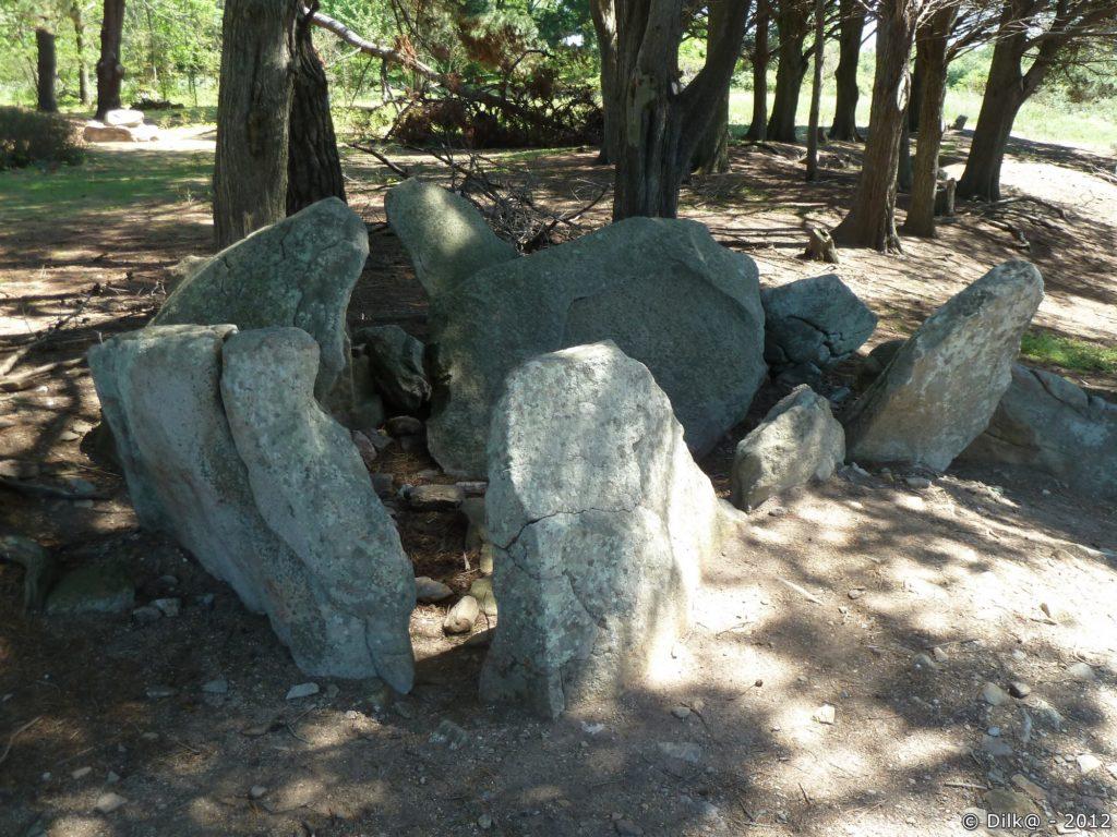Le monolithe de Pen-Liouse à la pointe de Pen-Liouse au sud de l'île date du Néolithique.