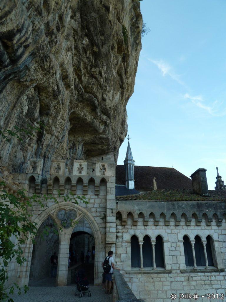 Le sanctuaire accroché au roc