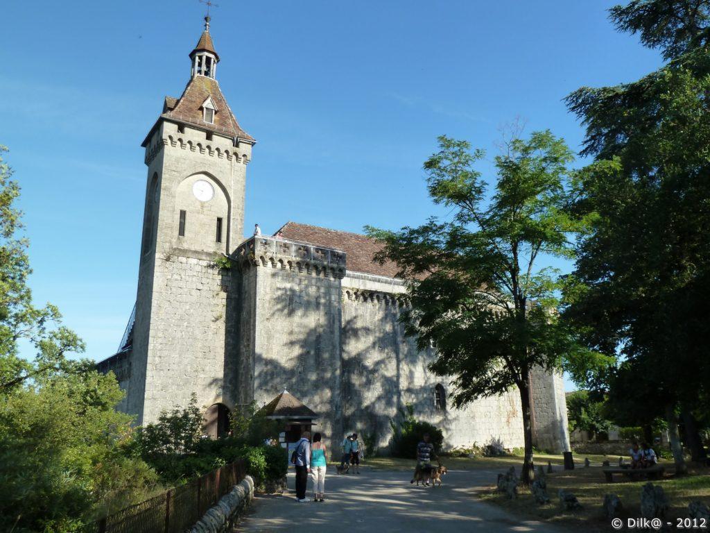Le château (tout en haut sur le plateau)