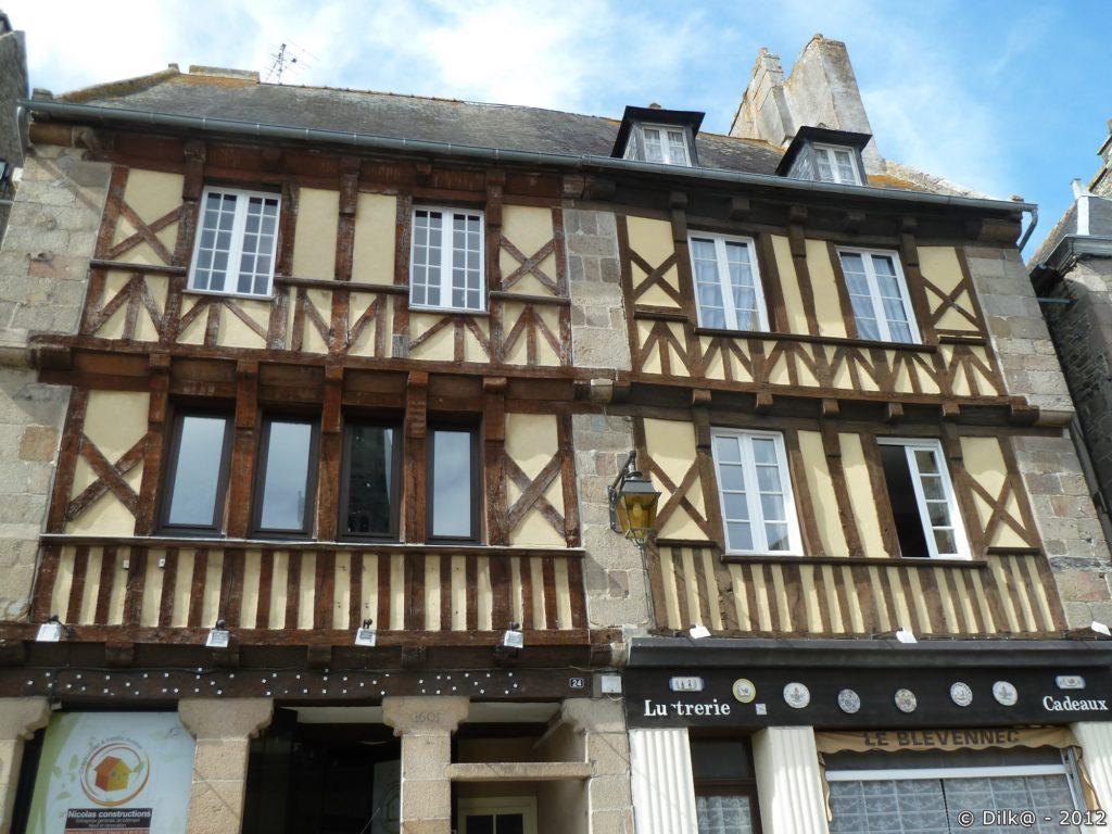 Maisons à colombages dans une ruelle de Tréguier