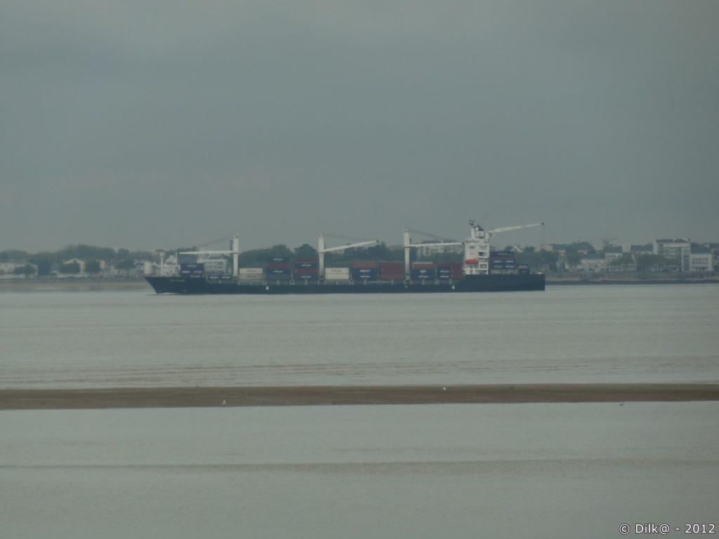 Porte container dans le port de Saint-Nazaire