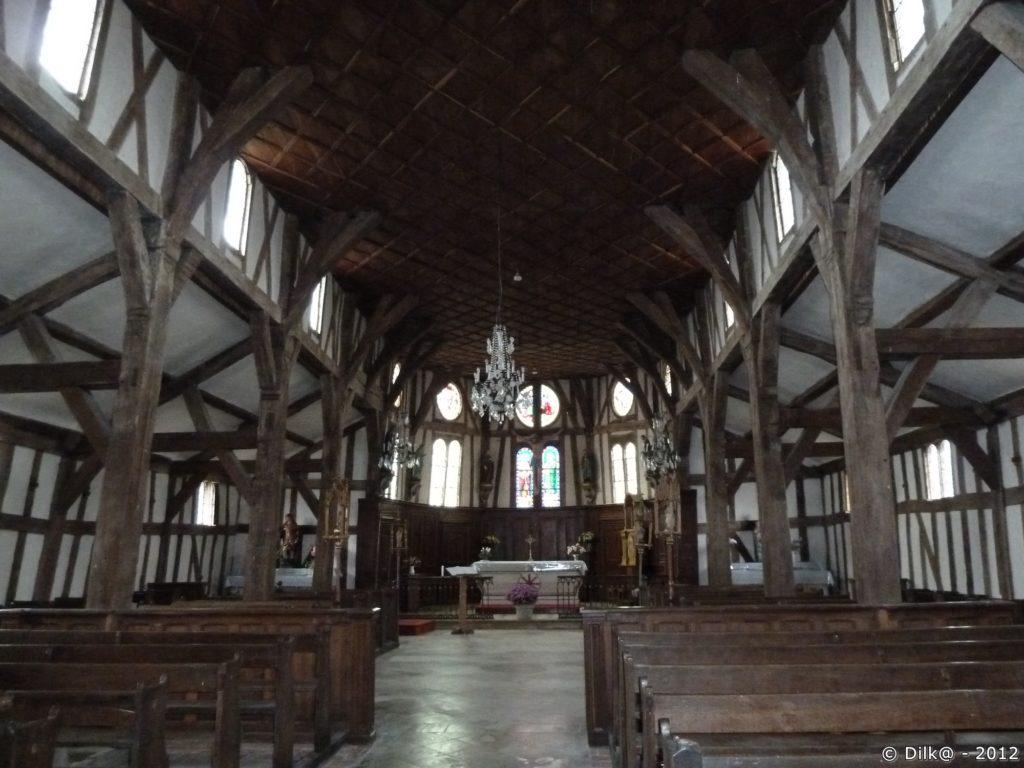 Lentilles : l'intérieur de l'église Saint Jacques et Saint Philippe