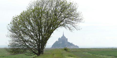 Le Mont Saint-Michel est de plus en plus loin