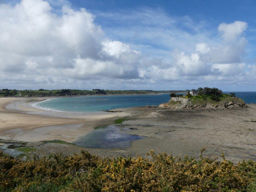 La plage et le fort Du Guesclin