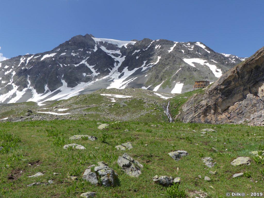 Le refuge et le glacier de Peclet-Polset