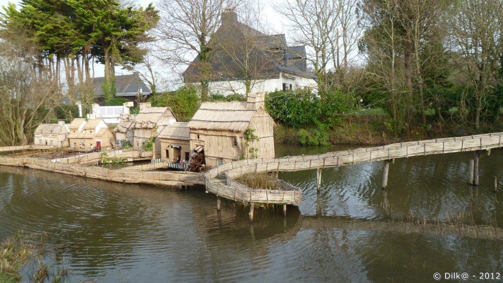 Le village briéron sur l'étang de Marland