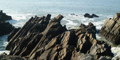 Les rochers découpés comme des crayons