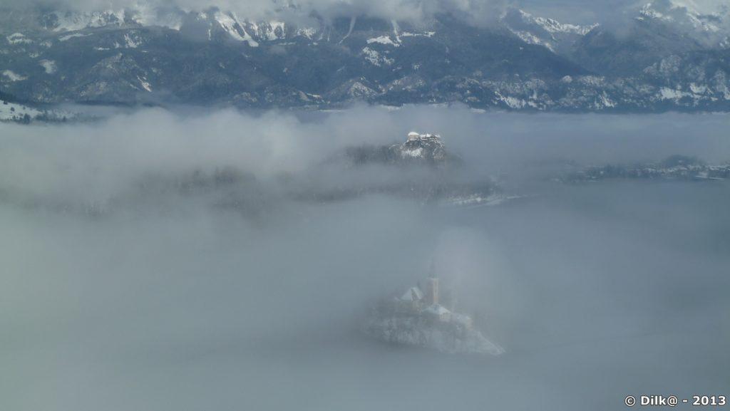 L'île Sainte-Marie est à peine visible