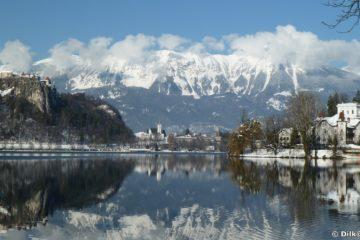 Reflets du château sur le lac de Bled