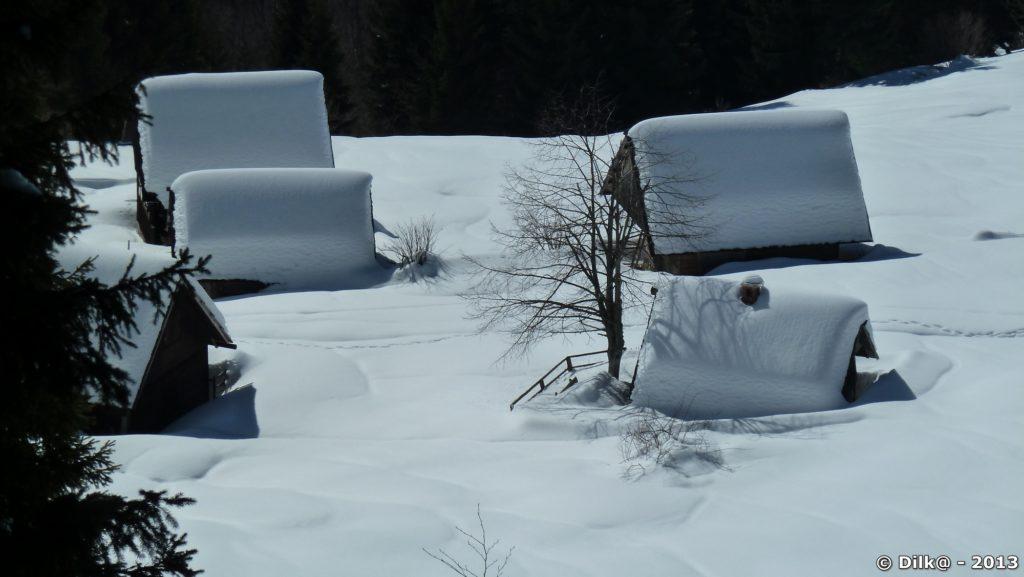 Les petits chalets sous la neige