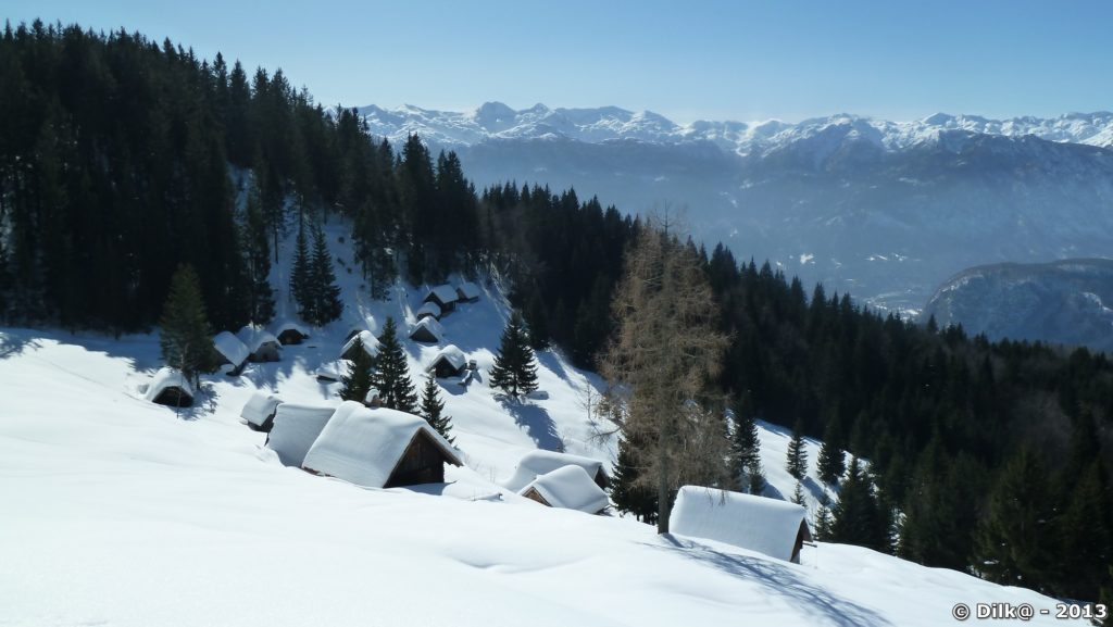 Le petit village sur les hauteurs