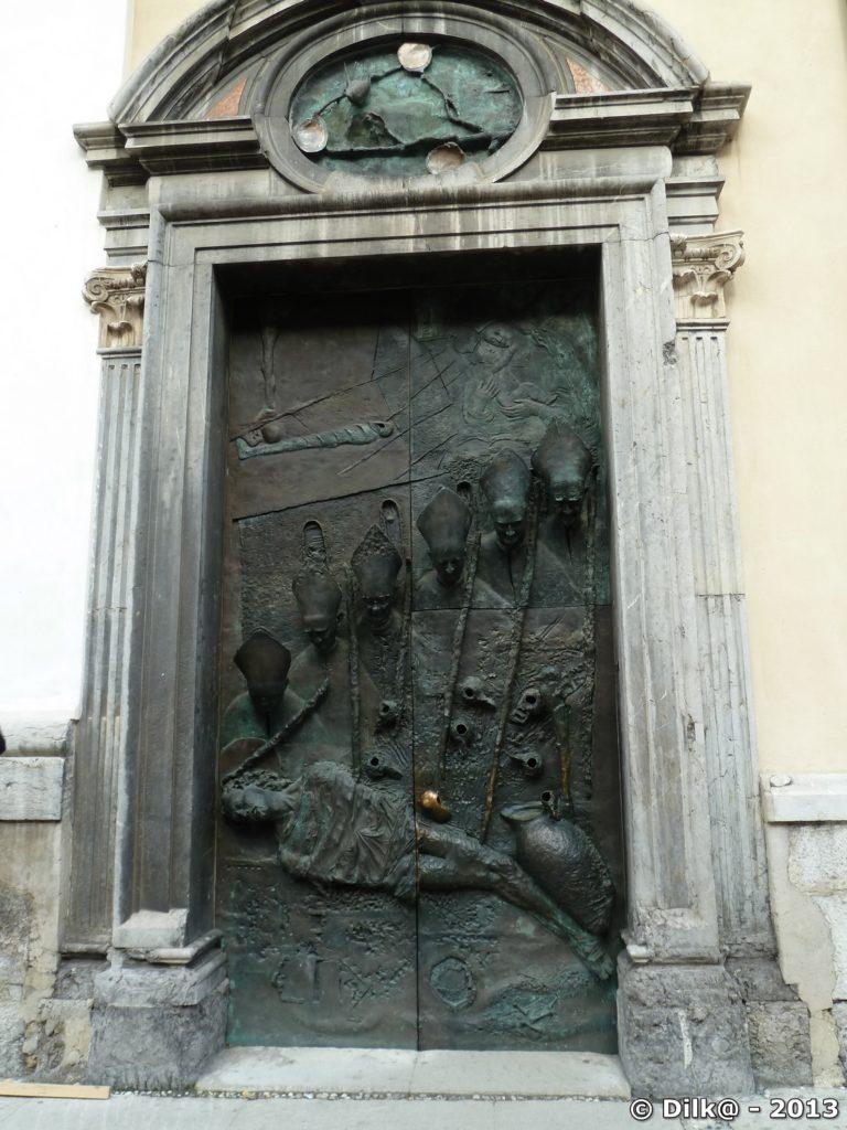 Porte de la cathédrale Saint-Nicolas