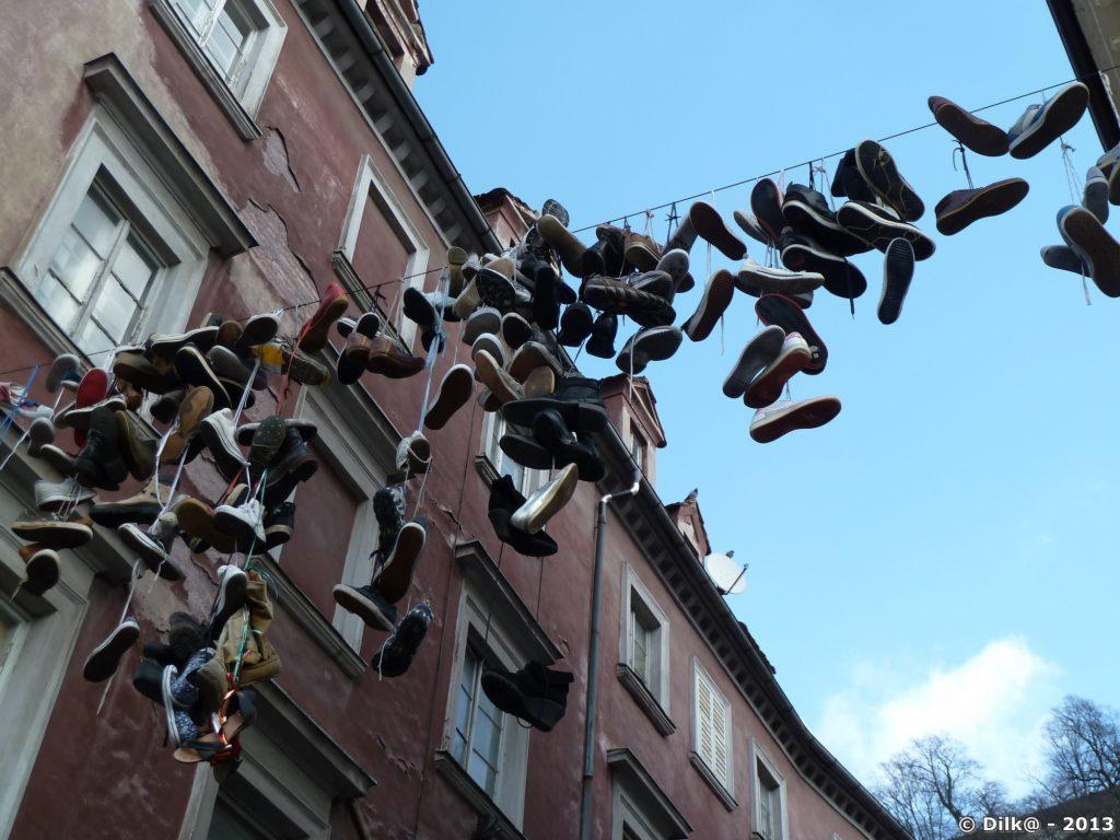 Chaussures suspendues