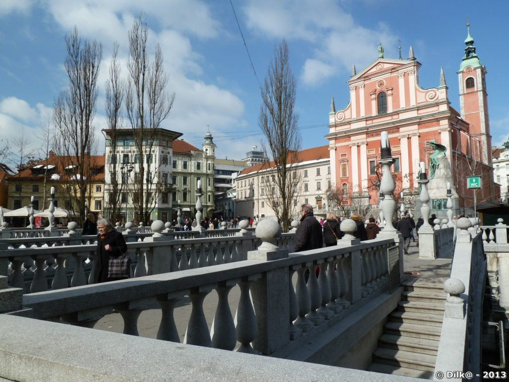 Les trois ponts et l'église franciscaine de la place Prešeren