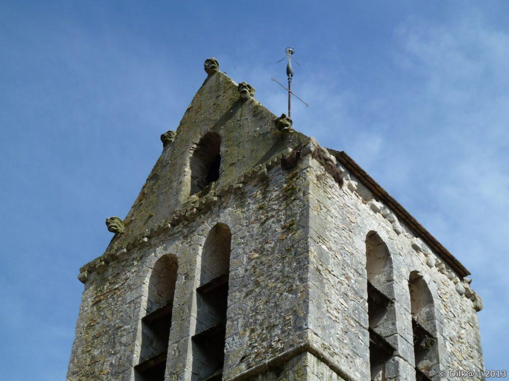 Le clocher de l'église Saint-Aubinà Villeconin